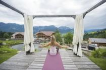 Yoga-Retreat_Steiermark_Hoeflehner_Yoga draussen